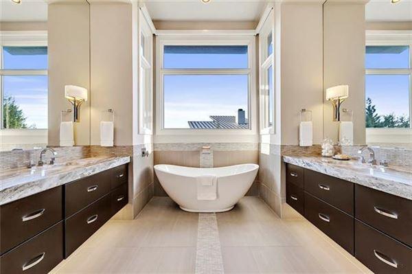 Luxury homes Stunning, custom contemporary estate