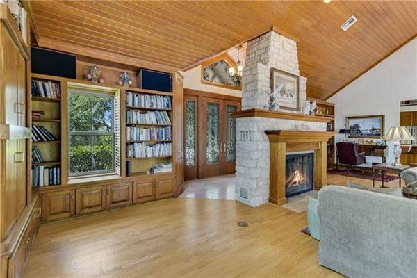 Luxury homes Peaceful home includes a guest house and fire pit
