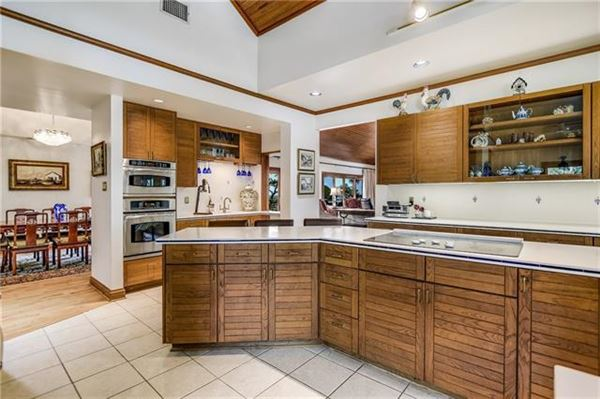 Luxury properties Peaceful home includes a guest house and fire pit