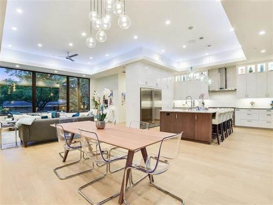 Luxury real estate Impressive home offers AMAZING DOWNTOWN VIEWS
