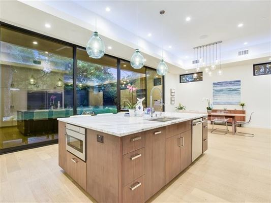 Impressive home offers AMAZING DOWNTOWN VIEWS luxury real estate
