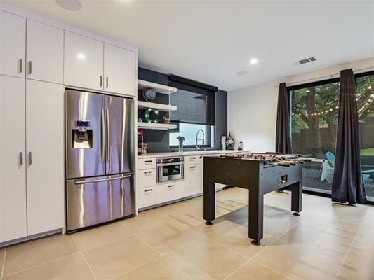 Luxury homes Impressive home offers AMAZING DOWNTOWN VIEWS