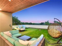Impressive home offers AMAZING DOWNTOWN VIEWS mansions
