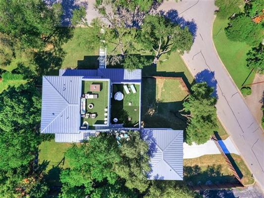 Luxury properties Impressive home offers AMAZING DOWNTOWN VIEWS