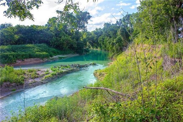 Luxury properties Fascinating property where the San Marcos River meets Plum Creek