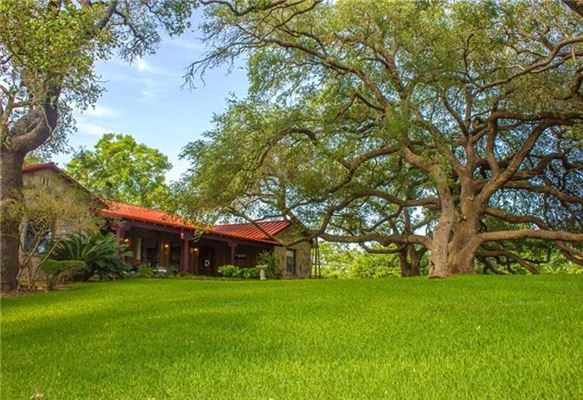 Luxury homes Fascinating property where the San Marcos River meets Plum Creek