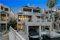 Mansions in Lake Austin living at its finest