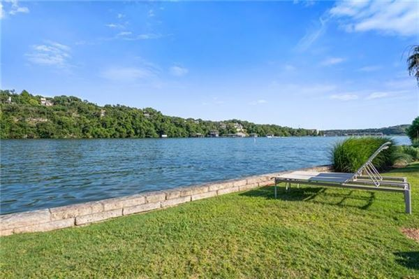 Lake Austin living at its finest luxury homes