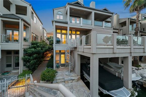 Luxury properties Lake Austin living at its finest