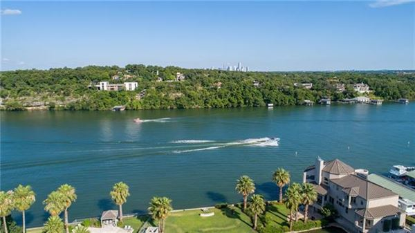 Mansions Lake Austin living at its finest