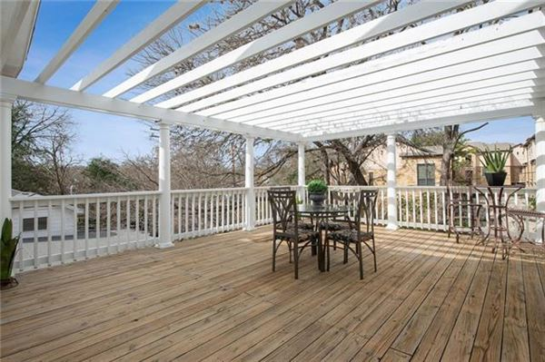 Opportunities abound in this estate property in Tarrytown luxury properties