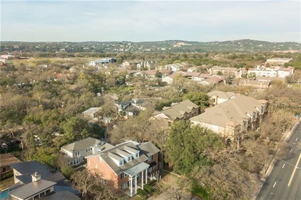 Luxury homes in Opportunities abound in this estate property in Tarrytown