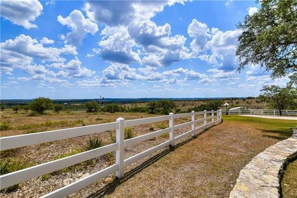 Peaceful and serene country living luxury properties
