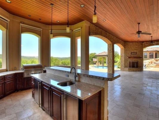 Luxury real estate Opportunity to own a home in Caslano on Lake Austin