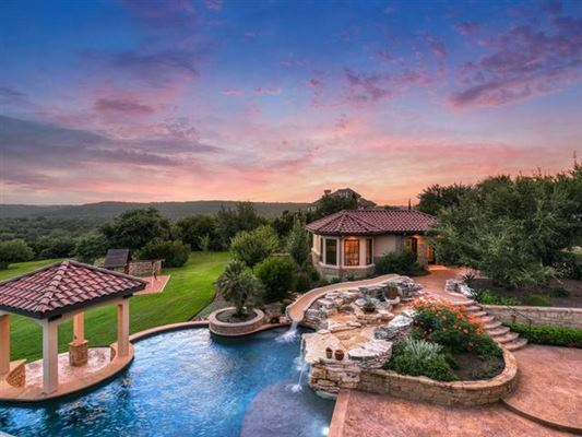 Luxury properties Opportunity to own a home in Caslano on Lake Austin