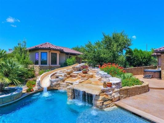 Luxury homes Opportunity to own a home in Caslano on Lake Austin
