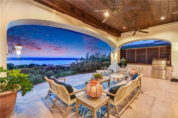 Luxury homes Custom Mediterranean villa with breathtaking Lake Travis views