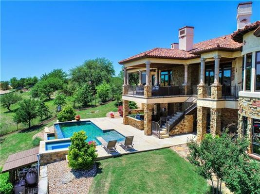 Luxury real estate sophisticated and luxurious retreat
