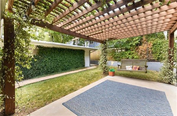 Elegant Mid Century Modern home luxury homes