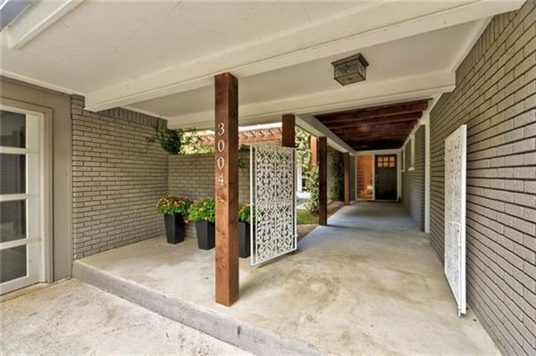 Luxury real estate Elegant Mid Century Modern home