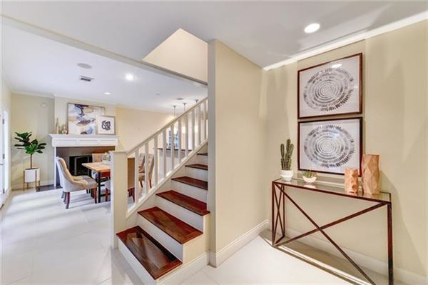 Luxury properties Elegant Mid Century Modern home