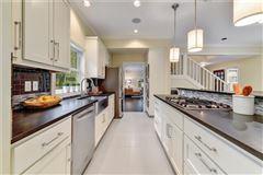 Elegant Mid Century Modern home mansions
