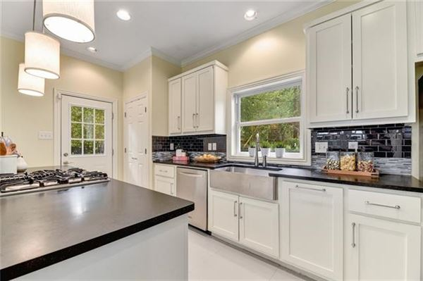 Luxury homes Elegant Mid Century Modern home
