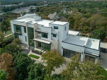 Luxury homes in warm and welcoming modern mastery