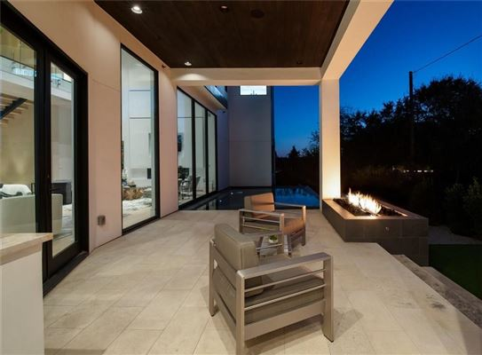 Mansions warm and welcoming modern mastery