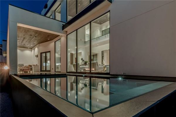 warm and welcoming modern mastery mansions