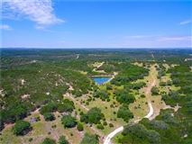 Gentlemans Ranch in ideal location luxury homes