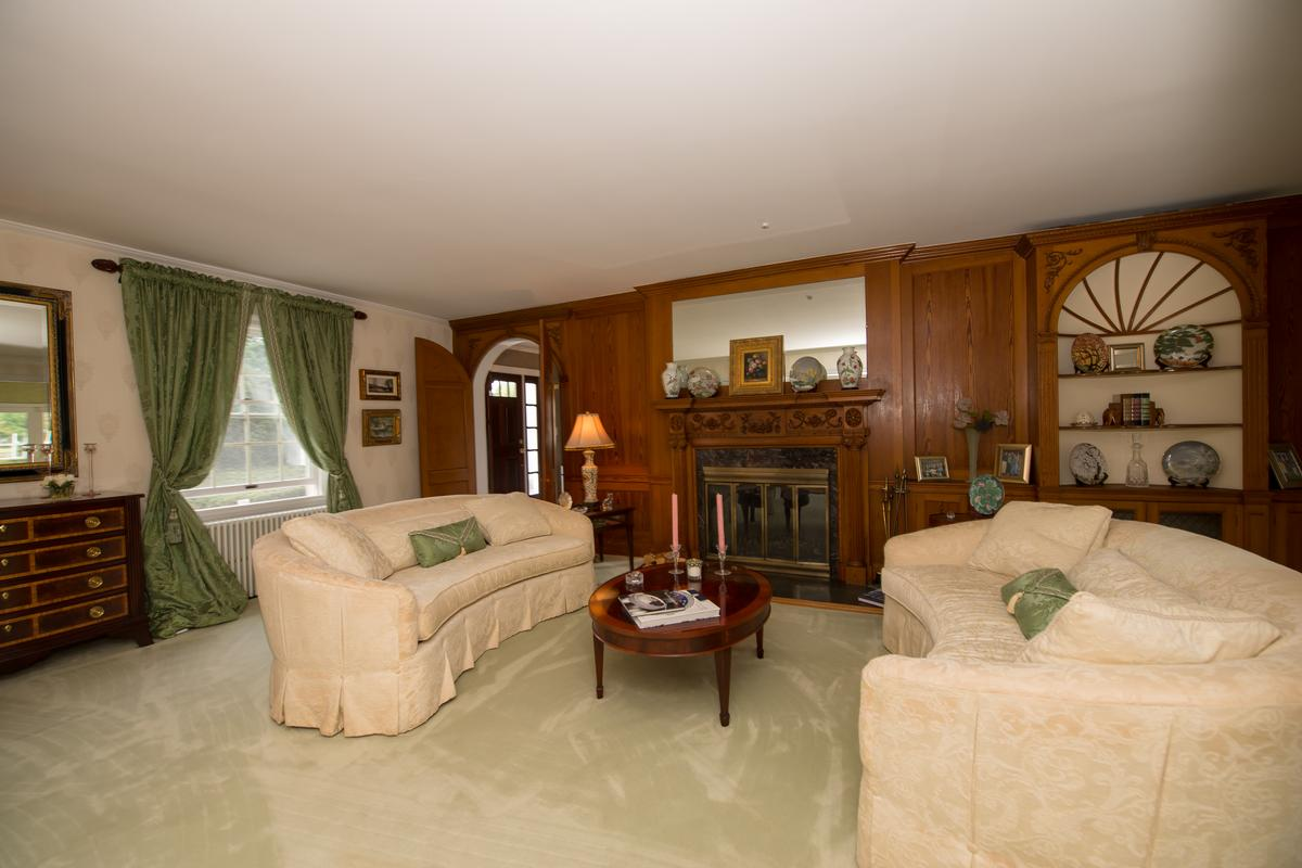 Luxury properties 251 Willetts Lane West Islip, NY