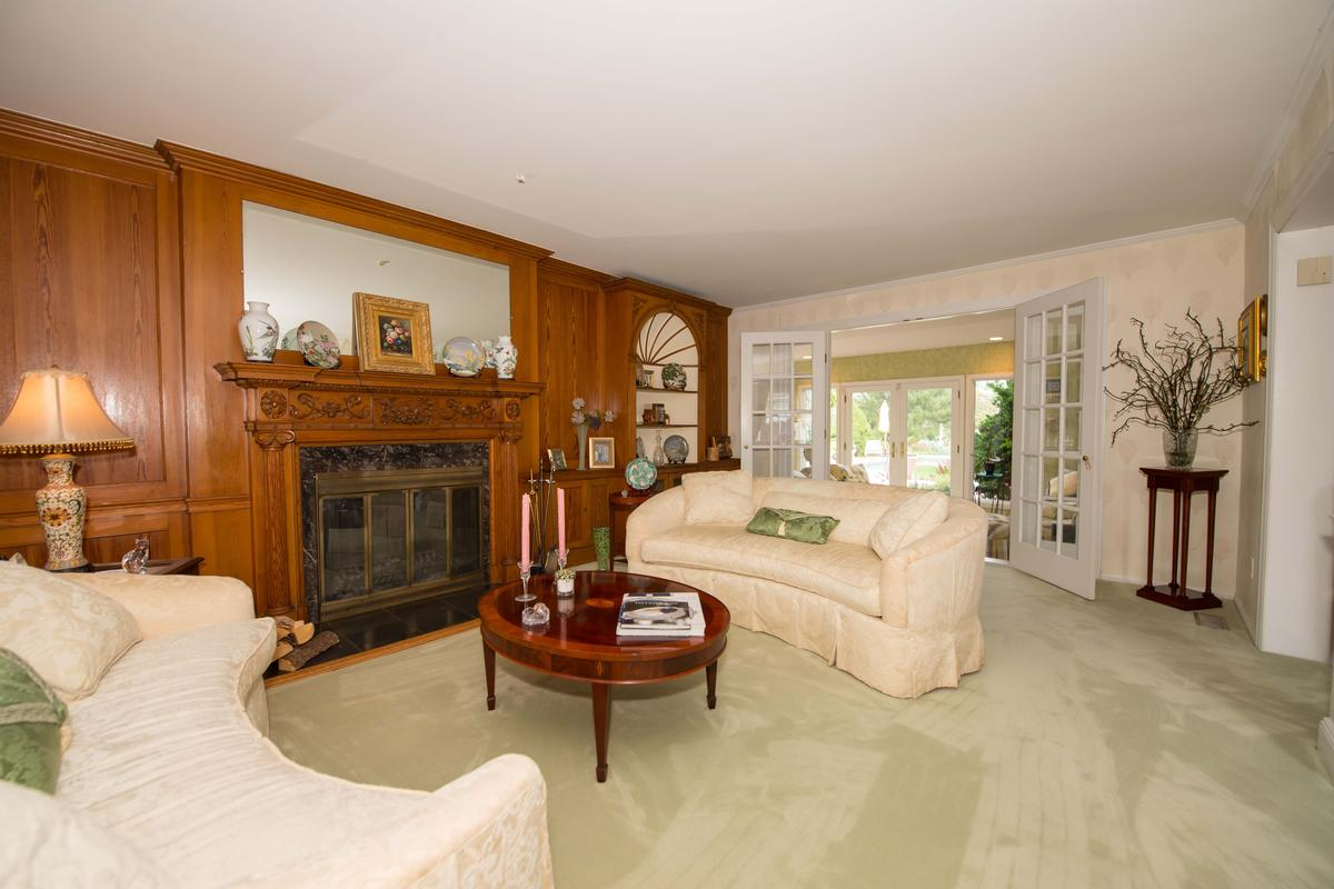 251 Willetts Lane West Islip, NY luxury properties