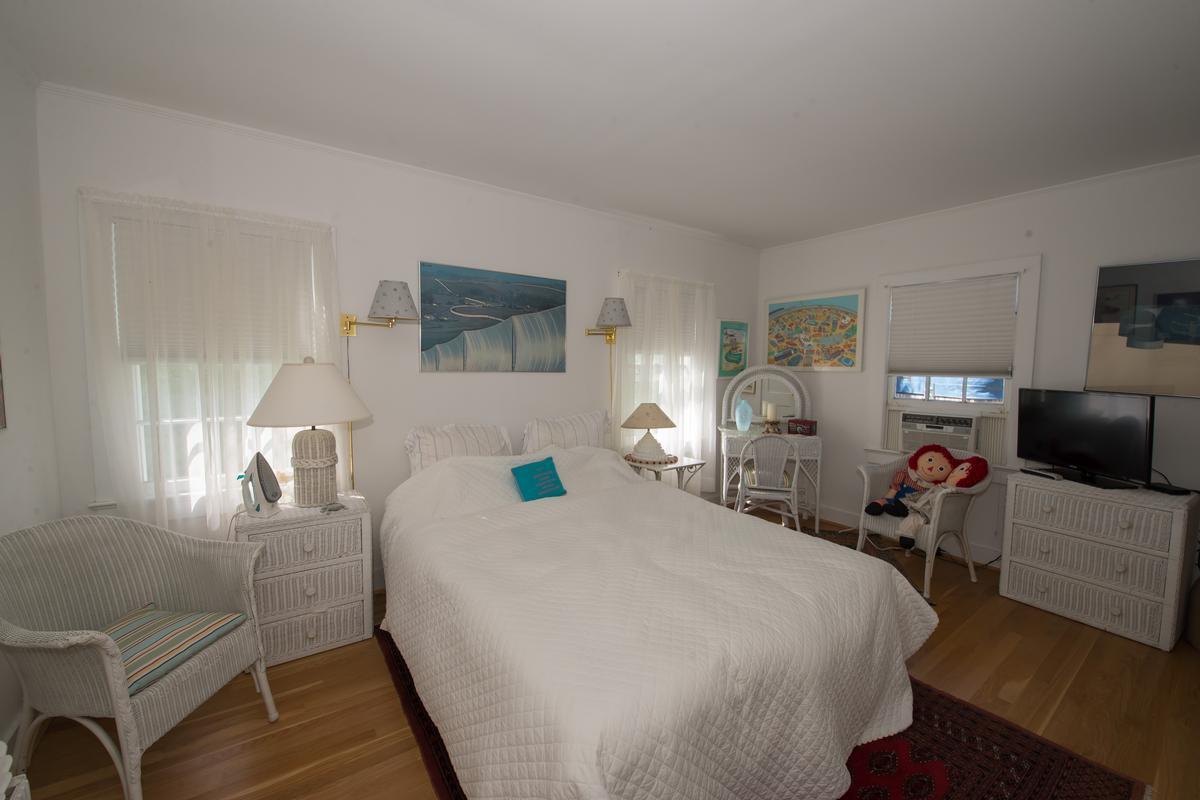 Luxury homes in 969 Surfview Walk Ocean Beach NY