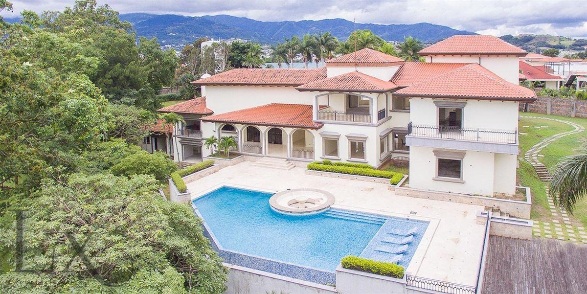 Luxury homes The Resort Estate in Heredia