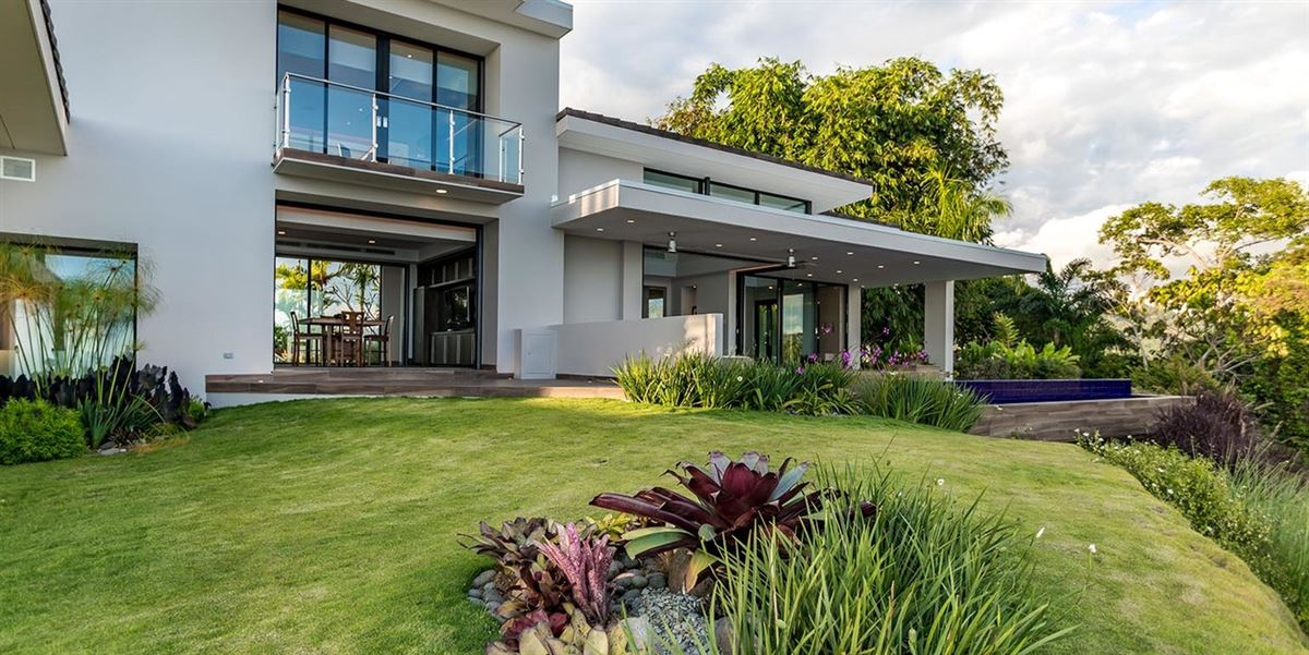 Luxury homes Chateau Montage in dominical