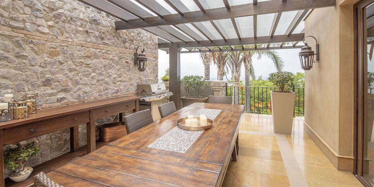 Luxury homes in Casa Paseo de la Loma in Santa Ana
