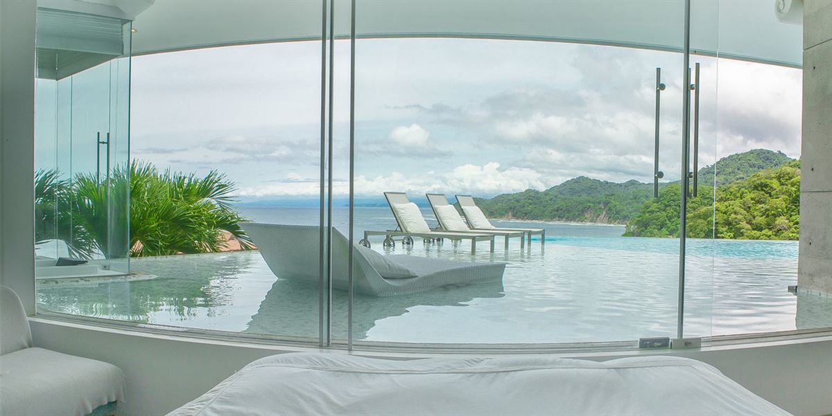 Luxury homes contemporary home with stunning view
