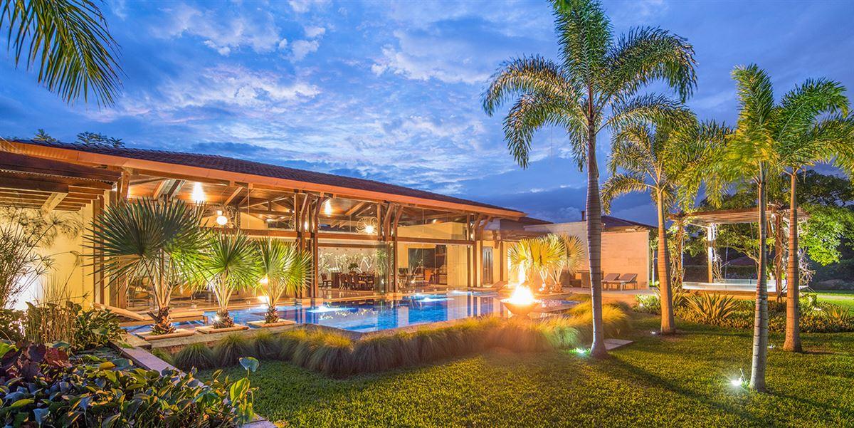 Luxury real estate Tropical Dream Villa in santa ana