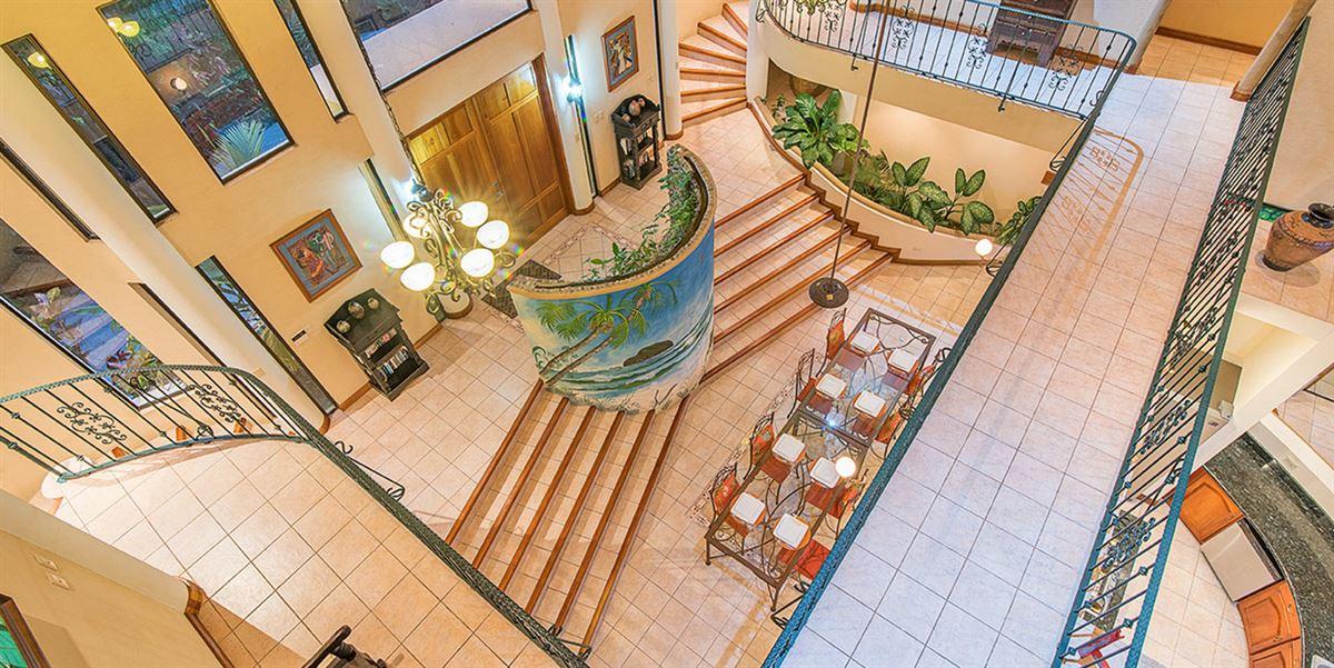 Luxury homes Elegant Beach Estate Located in Manuel Antonio