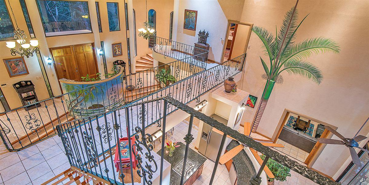 Elegant Beach Estate Located in Manuel Antonio mansions