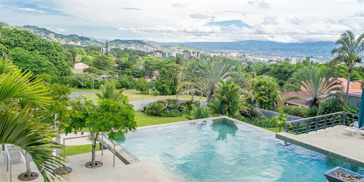 Contemporary living in Escazú luxury homes