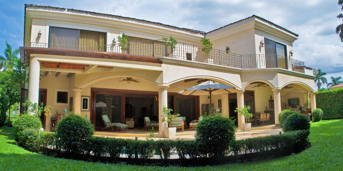 Gorgeous Santa Ana Luxury Home