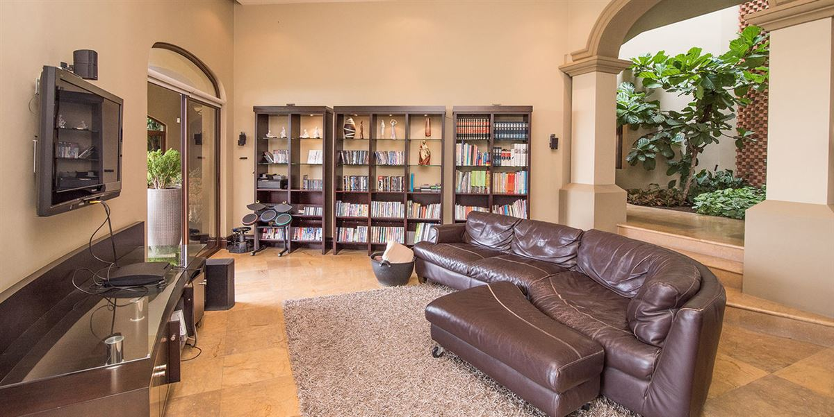 Mansions in contemporary comfort