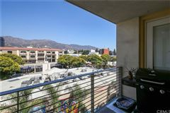 Luxury homes in gorgeous contemporary top floor unit