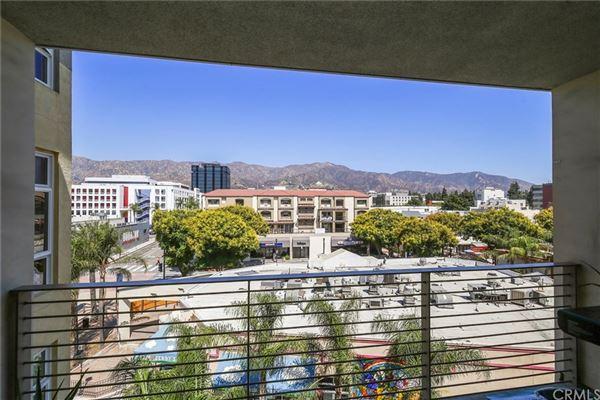 Luxury properties gorgeous contemporary top floor unit