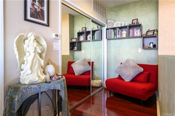 gorgeous contemporary top floor unit  mansions