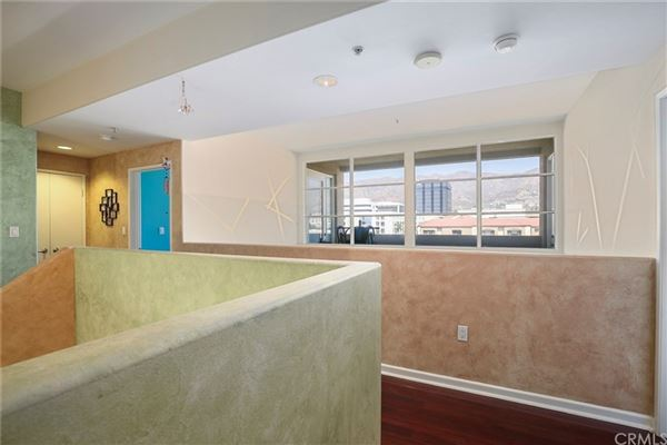 Mansions in gorgeous contemporary top floor unit