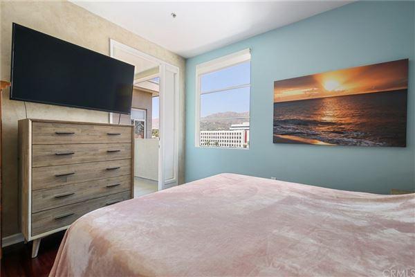 Luxury homes gorgeous contemporary top floor unit
