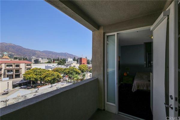 Mansions gorgeous contemporary top floor unit
